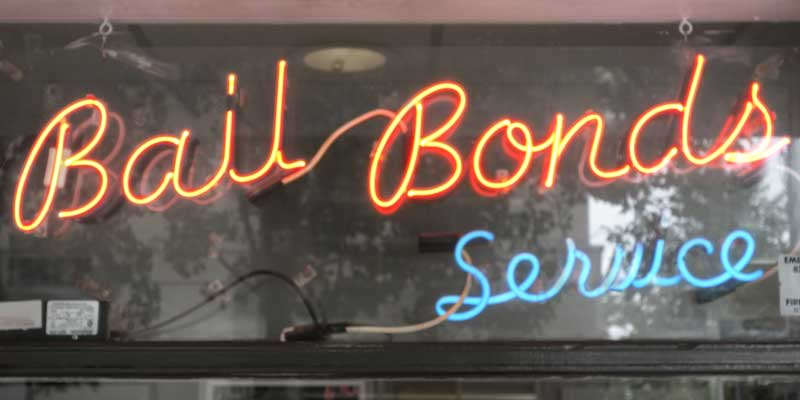 A neon sign saying 'Bail bonds service,' representing a sign that may be seen in the office of bondsman A-Affordable Bail Bonds in Kelso, WA